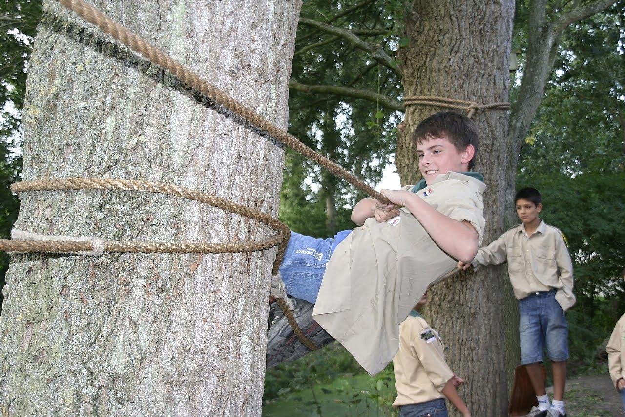 Scout op een trappersbaan